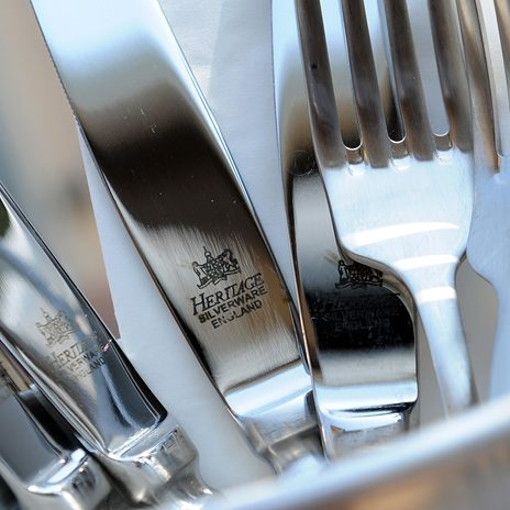 buying cutlery for restaurants